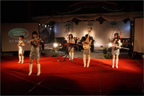器乐演奏    民乐与西洋乐合奏:中国民族乐器竖笛,古筝,二胡,琵琶,萧