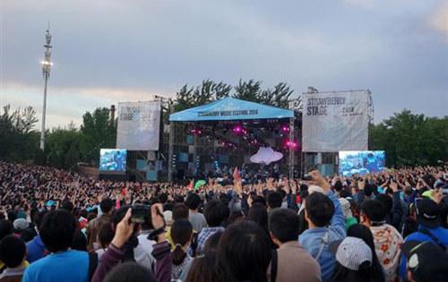 北京草莓音乐节-首届草莓音乐节袭厦 众乐队引爆盛夏狂欢高清图片