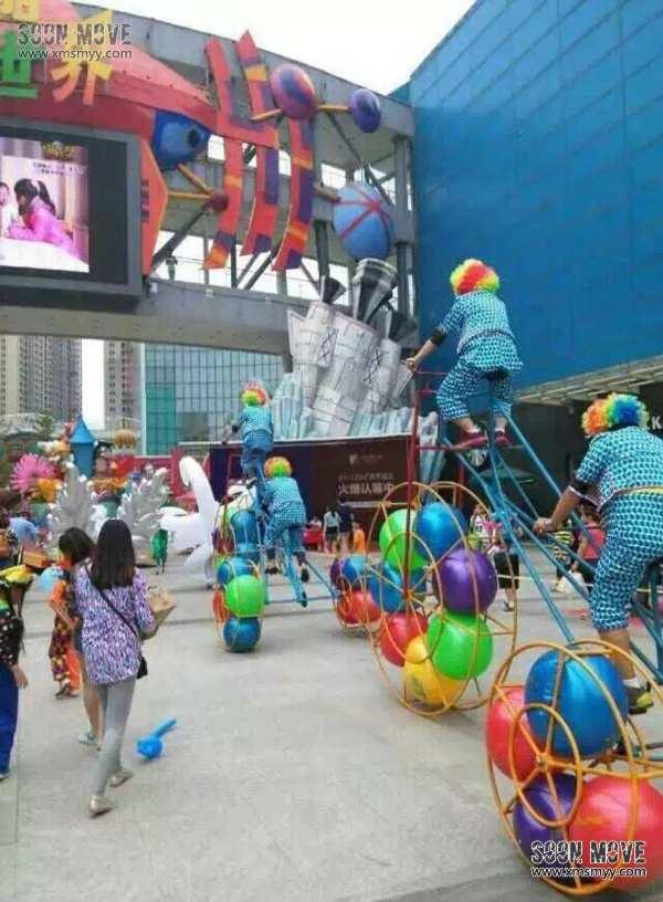 巨型三轮车小丑巡游 - 泉州森陌庆典模特演艺演出礼仪